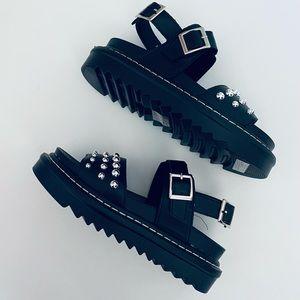Mudd Alexis Black Studden Sandals Size 6